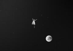 Girl in the moon (frank.gronau) Tags: sprung jump fliegen flying white black sterne stars star night alpha sony gronau frank mädchen girl moon girlinthemoon