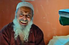 India- Gujarat- Halvad (venturidonatella) Tags: india gujarat asia portrait ritratto uomo man gente gentes people persone colori colors nikon sorriso smile emozione emotion barba beard nikond300 d300 halvad