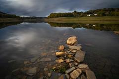 Vilasouto (M. Iglesias) Tags: sonya7ii vilasouto rocas piedras agua embalse