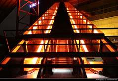 Zeche Zollverein, Essen, Germany (JH_1982) Tags: escalator escalators rolltreppe stairs zeche zollverein unesco world heritage site stahl maschinen machine machines factory industriekomplex kokerei denkmal coal mine industrial complex complexe industriel complejo mina carbón charbon industrie industry steel orange lights light glow glowing dunkel dark darkness nacht night nuit noche notte 晚上 夜 ночь beleuchtung lumière luz 光 свет evening building buildings essen 埃森 エッセン 에센 эссен nordrheinwestfalen nordrhein westfalen nrw northrine westphalia germany deutschland allemagne alemania germania 德国 ドイツ 독일 германия