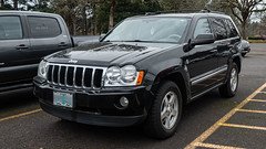 2006 Jeep Grand Cherokee (mlokren) Tags: 2019 car spotting photo photography photos pic picture pics pictures pacific northwest pnw pacnw oregon usa vehicle vehicles vehicular automobile automobiles automotive transportation outdoor outdoors fca psa chrysler mopar 2006 jeep grand cherokee black suv cuv crossover