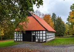 20191104-MUSEUMSHOF-BAD-OEYNHAUSEN-10 (reinhard101) Tags: museum museumshof bad oeynhausen alte gebäude fachwerk bauer bauern gerätschaft gerät nrw germany nostalgie