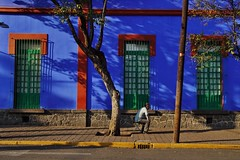 Coyoacan - Casa Azul 7 (luco*) Tags: mexique méxico mexico ciudad de ville city cdmx coyoacan casa azul museo frida kahlo rue street homme man hombre