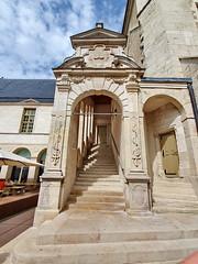 298 France - Bourgogne, Dijon, Palais des Ducs de Bourgogne (paspog) Tags: france bourgogne dijon august août 2019 palaisdesducsdebourgogne escalier treppe stairs