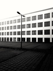 2020-01-07_03-17-51 (seba110378) Tags: huawei p10 monochrome mobile smartphone phonecamera street streetphotography architecture building contrast bw blackandwhite blanc black white noir urban