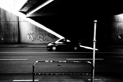 Like an arrow (Ricoh GR1) (stefankamert) Tags: analog analogue street grain car arrow lines graffiti stefankamert 122019 noiretblanc noir blackandwhite blackwhite bw ilford hp5 ricoh gr gr1 ricohgr1 tones light shadows