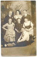 . (Kaïopai°) Tags: vintage portrait portraiture studioaufnahme fotostudio hartpappe tracht lederhose dirndl kleid dress schwagers prandl baudenbacher
