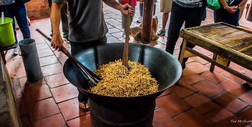 2019 - Vietnam-Avalon-Siem Reap - 16 - Khu Sx Bánh Kẹo Dừa Rice Noodle Candy