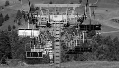 Zusteigen bitte (Jörg Kage) Tags: österreich austria tirol ötztal reisen travel baum bäume tree trees gondel gondola sessellift chairlift schwarzweiss blackwhite canon canonlens canoneos700d eos700d