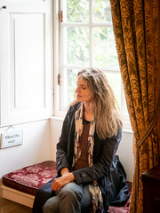 Mariëlle, Wiltshire 2019: Mind the step (mdiepraam) Tags: marielle wiltshire 2019 salisbury mompessonhouse nationaltrust portrait pretty gorgeous attractive mature fiftysomething brunette woman lady milf elegant classy scarf jeans denim baywindow curtains