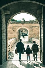 Italy - Barletta (SergioQ79 - Osanpo Photographer -) Tags: castle italy castello italia gate barletta puglia people street nikon d7200 2019