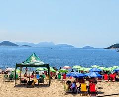 não sobra espaço (lucia yunes) Tags: praiavermelha praia mar sol verão diadesol sea sun beach seascape summer luciayunes