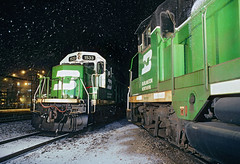 Silent night… snowy night (Moffat Road) Tags: burlingtonnorthern bn locomotives night snow rochelle illinois steamplant localpower cascadegreen emd rebuiltgp9 gp28m 1533 1538 whiteface remanufactured train railroad il locomotive