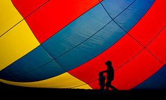 Morning stroll (Mark Chandler Photography) Tags: 2019 7dmarkii albuquerque albuquerqueinternationalballoonfiesta hotairballoons markchandler nm newmexico october pattern balloons canon color colour festival fiesta photo photograhy sky stock shadow silhouette children morning light aibf balloonfestival youth