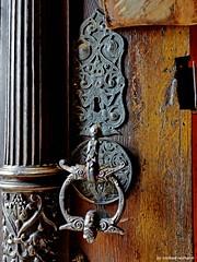 Details einer alten Tür Details of an old door (Mike Reichardt) Tags: olddoorsandwindows altetürenundfenster reisen türenfenster doorsandwindows doors