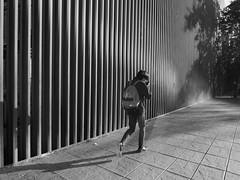 Callejeando (jantoniojess) Tags: streetphotography street streetlight fotografíacallejera fotografíaurbana blancoynegro blackandwhite bw monocromático monochrome calle perspectiva perspective panasoniclumixlx100m2 humaningeometry sevilla seville andalucía españa spain