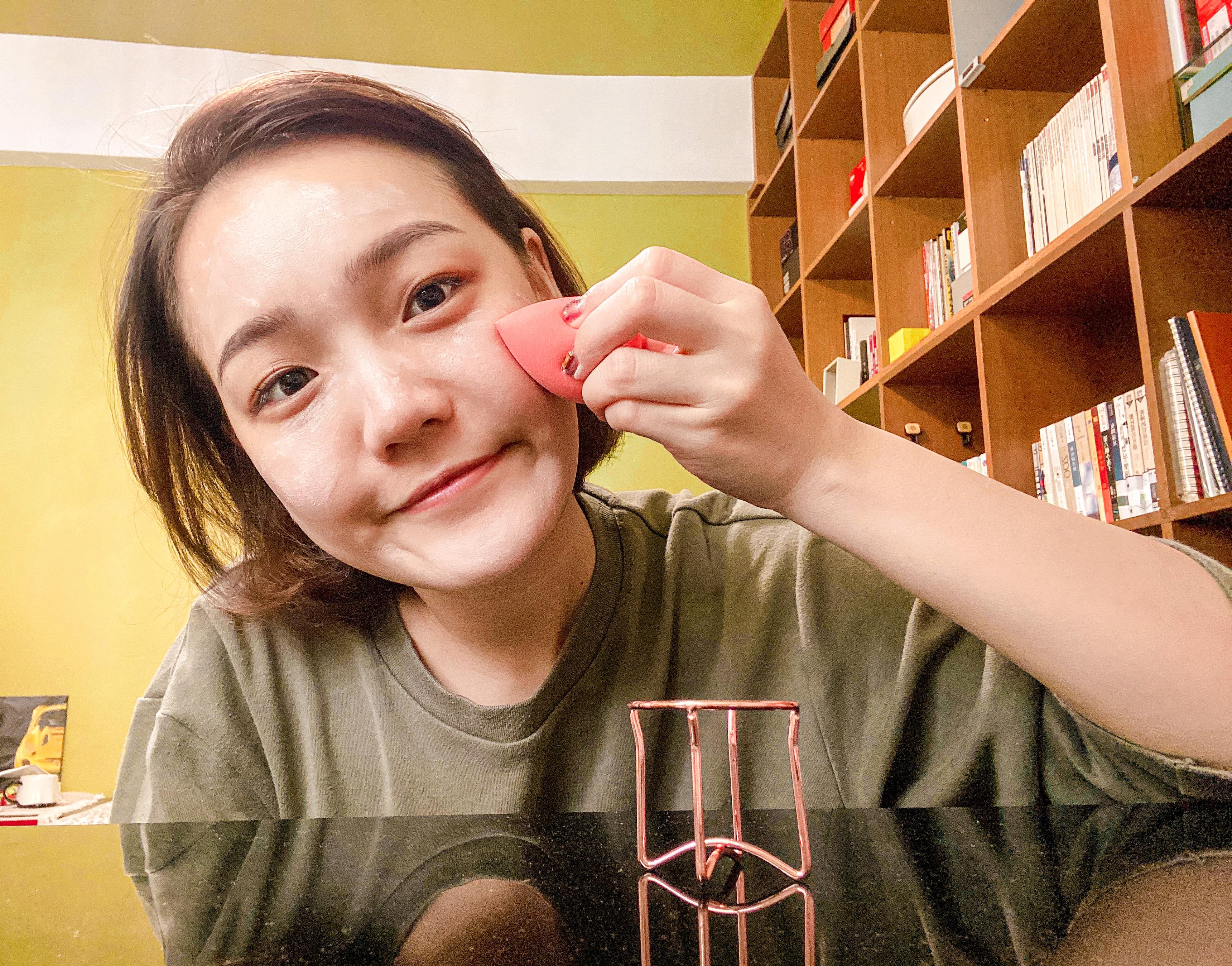 Solone Hello Kitty 美妝蛋(附玫瑰金蛋架)