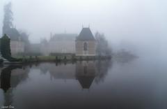 Brumeuse Sologne/Foggy Sologne (laurentcornu) Tags: castle sigma reflections france brume foggy landscape sologne laurentcornu