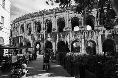 allons aux arènes (Rudy Pilarski) Tags: nikon nb bw bâtiment architecture architectura arène monochrome nime france francia europe europa travel voyage old ancien perspective people personne structure street structural structura thebestoffnikon d750
