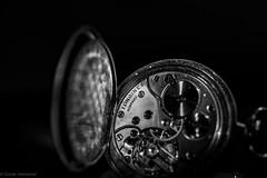 2020 läuft! (Günter Hentschel) Tags: sw bw schwarzweis blackwhite ohnefarbe 2020 januar januar2020 time zeit clock uhr taschenuhr deutschland germany germania alemania allemagne europa hentschel flickr nikon nrw nikond5500 d5500