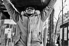 Mann mit Paket (rainerneumann831) Tags: bw blackwhite street streetscene ©rainerneumann urban monochrome candid city streetphotography blackandwhite mann