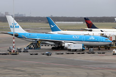PH-AOD (vriesbde) Tags: amsterdamschiphol amsterdam schiphol eham ams phaod airbusa330203 airbua330200 airbusa330 airbus a330203 a330200 a330 piazzadeduomamilano piazzadelduoma klm 100