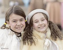 Cabalgata de Reyes de Zaragoza 2020 (kinojam) Tags: retrato portrait chica girl niña smile sonrisa cabalgata zaragoza kino kinojam canon canon6d feliz happy ilusion alegria