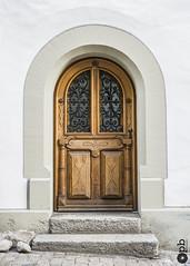 The door in wood (Philippe Bélaz) Tags: door arche blanc bois brun mur pavés pierres porte style wood