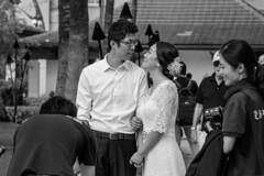 Couple (Errol_S) Tags: blackandwhite bnw photographers usa waikiki street posing weddingcouple hawaii candid bride groom love honolulu christmaseveday kuhiobeach marriagecouple