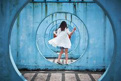 Circle of Joy (Wilson Au | 一期一会) Tags: hongkong kwuntong circle blue lady depthoffield fujifilm xe2 fujinon xf35mmf14r 香港 color