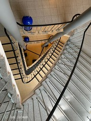 Triangle (Frank Guschmann) Tags: iphone xr stairs stairwell staircase treppe stufe steps triangle dreieckig frank guschmann escaliers escaleras architektur