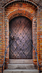 Old castle door (Siuloon) Tags: toruń tower tourism door doors zabytek zamek architektura architecture architettura architetura poland polska pologne polonia polen wejście entry exit kujawy miasto castle canon kopernik mur cegła
