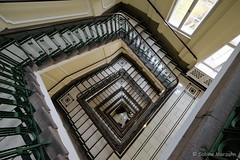 Treppenhaus (Sockenhummel) Tags: treppenhaus treppe architektur berlin downstairs staircase stairwell escaliers stufen steps stairs escaleros geländer fuji xt10