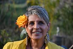 DSC_8398 (griecocathy) Tags: portrait cathy sourire rose végétations vert jaune saumoné oranger