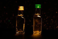 Olive oil bottles (Jose Rahona) Tags: cosasdecasa unpar apair botellas botellitas minibotellas bottles aceitedeoliva oliveoil aceite oil oliva olive