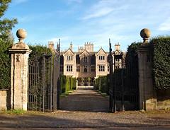 Shipton Court, Shipton-under-Wychwood, Oxfordshire. (Banburyshire Photos) Tags: cotswolds oxfordshire statelyhome house england shiptonunderwychwood