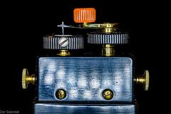 Kristalldetektor --- Crystal detector (der Sekretär) Tags: antike bleiglanz detail diode elektronik elektrotechnik empfänger feinmechanik feinwerktechnik kristall kristalldetektor lot lötzinn maschinenschraube messing nadel radio rundfunk rändel rändelung schottkydiode schraube spitze acute alt ancient antik antique antiquity bolt brass closeup crystal electronics galena gelötet gerändelt knurl knurled knurling needle obsolet obsolete old outofdate outdated pointed receiver screw solder soldered spitz veraltet zugespitzt schottky crystaldetector electricalengineering precisionengineering precisionmechanics finemechanics leadglance