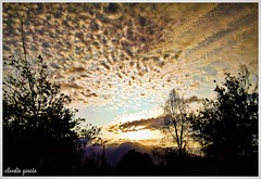 Amanecer veraniego / Summer sunrise (Claudio Andrés García) Tags: nubes clouds sky cielo ciudad city naturaleza nature atardecer sunrise verano summer fotografía photography shot picture ñuñoachile santiagochile cellphone smartphone flickr
