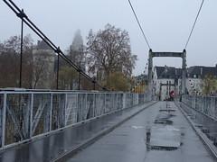 one red light (drager meurtant) Tags: tours france bridge pont river rivière loire drager meurtant brug brücke dragermeurtant reflection chateau castel schloss