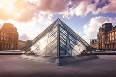 Louvre Museum (marcelo.guerra.fotos) Tags: paris europe europestyle architecture aa antique architectonics arquitetura clouds france français museum museu muséedulouvre detail triangle glass reflection