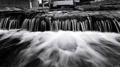 L'eau du lavoir (Un jour en France) Tags: canoneos6dmarkii canonef1635mmf28liiusm eos longexposure rivière lavoir noiretblanc noiretblancfrance monochrome black