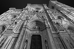 Cathedral of santa maria del fiore (the duomo) in florence (Robycrux) Tags: amazing astonishing hystory story architecture art canon souvenire arno duomo tuscany florence tourism turism chill shops gallery window shopping lights cold family holidays walking italy chestnuts winter inverno architectura black white bw bianco e nero firenze skancheli