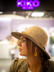 Naomi, Amsterdam 2019: Kiko (mdiepraam) Tags: naomi amsterdam 2019 amsterdamcentraal portrait pretty attractive beautiful elegant classy gorgeous dutch blonde girl woman lady naturalglamour hat earrings