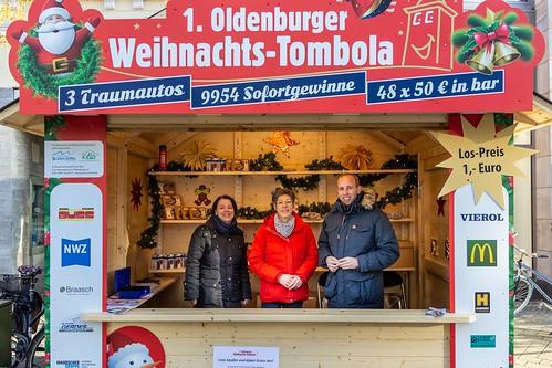 Losverkauf am Lefferseck für Kiola e.V. und die gemeinnützigen Werkstätten.