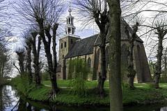Petruskerk in Pieterburen (Photographer Simon) Tags: pieterpad pieterburen groningen nederland petruskerk tuin bomen gracht