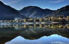 Filo di fumo (giannipiras555) Tags: lago fumo atmosfera riflessi autunno collina alberi paesaggio panorama landscape water nikon