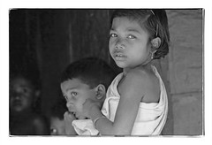 Odisha : young girl (foto_morgana) Tags: adivasi asia asie azië analogphotography analogefotografie photographieanalogue bissamcuttack blackwhitephotography canoneos1 child children childhood desiakondh enfant enfance enfants face gezicht visage fille girl head headshot india kodakt400cn monochrome nikoncoolscan odisha on1photoraw2020 portrait portret portraiture topazdenoiseai travelexperience vuescan young youth zwartwitfotografie filmnoir stare