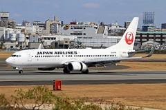 JA331J Japan Airlines Boeing 737-846 (阿樺樺) Tags: ja331j japanairlines boeing 737846