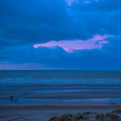 Morning at Groenendijk - Belgium (Frank Smout) Tags: belgium oostduinkerke noordzee groenendijk sea zee morning beach clouds blue pink