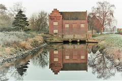 Verlassenes Haus  am frostigen Morgen (sabine1955) Tags: haus house lostplace spiegelung reflextion outdoor wasser fost